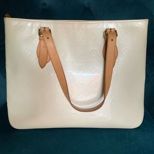 Louis Vuitton Brentwood Vernis (159559) Creme